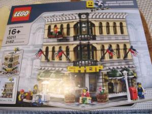 レゴ クリエイター グランドデパートメント 10211のパッケージ